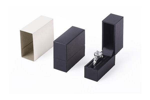 pocket ring box,black leatherette with black interior