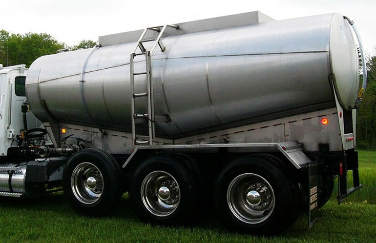 Stainless Steel Tank on Truck Trailer