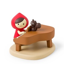 Figurine Little Red & Piano