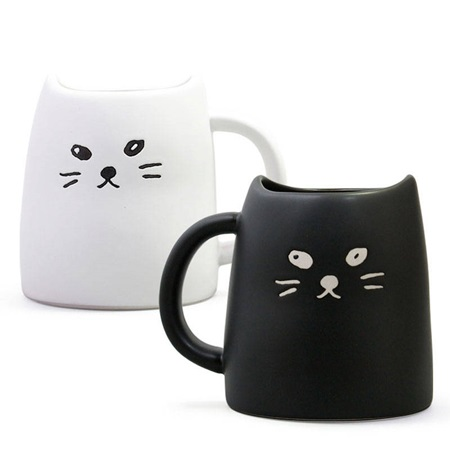 BLACK & WHITE CAT MUG SET