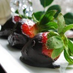 Lakanto Chocolate-Dipped Strawberries