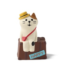 Figurine Traveling Cat