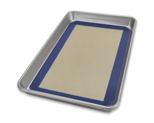 Jelly Roll Pan and Baking Mat Set