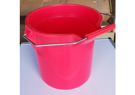 14 Qt Red Plastic Bucket